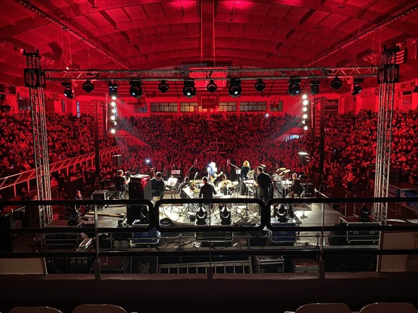 Πάτρα - Πλήθος κόσμου στη φιλανθρωπική συναυλία των Νταλάρα - Πασχαλίδη (φωτο+video)