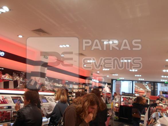 H Black Friday στην αγορά της Πάτρας - Κίνηση ναι, φρενίτιδα όχι (φωτο)