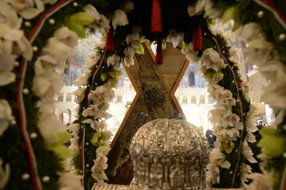 Πάτρα: Πιστοί συρρέουν στον Ιερό Ναό του Αγίου Ανδρέα