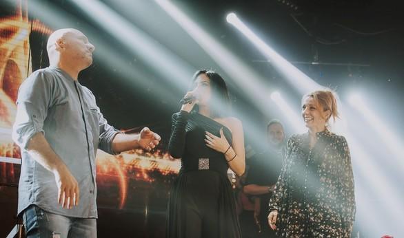 "O Νίκος Μουτσινάς και η Ματίνα Νικολάου τα ""έσπασαν"" στη Λένα Ζευγαρά (pics+video)"