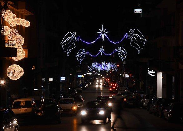 Όμορφη γιορτινή Πάτρα - Λάμψη και φως τις νύχτες στο κέντρο (pics)