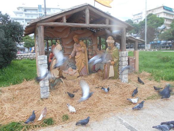 Στήθηκε η φάτνη και το λούνα παρκ στα Ψηλαλώνια της Πάτρας (φωτο)