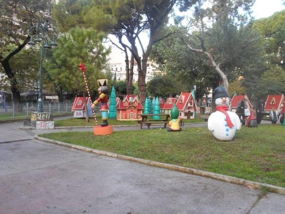 Στήθηκε το μαγικό χωριό των ξωτικών στην πλατεία Όλγας (φωτο)