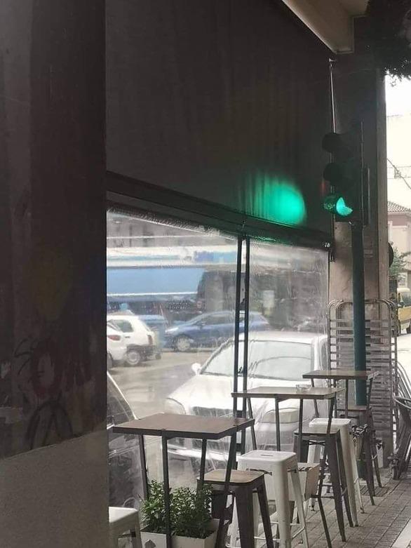 Μόνο στην Πάτρα - Το φανάρι που ανάβει πράσινο για να πιεις μια τζούρα καφέ!