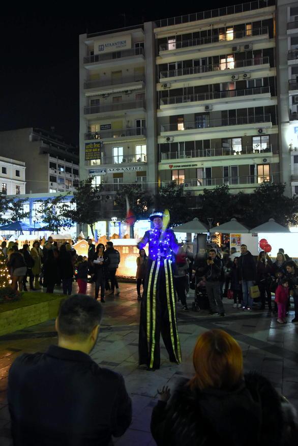 Πάτρα - Η πλατεία Γεωργίου γέμισε χαρούμενες παιδικές φωνές (φωτο)