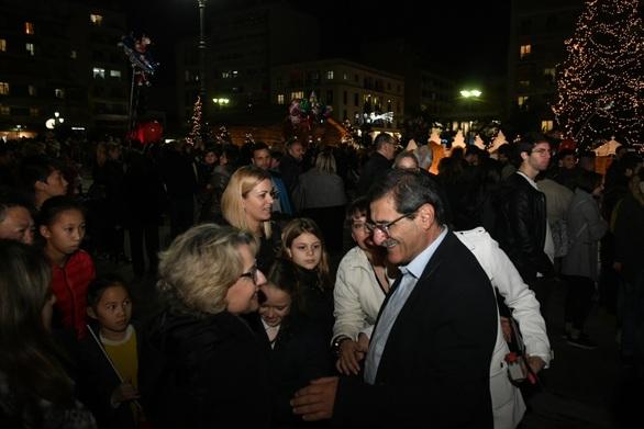 """Πάτρα: Η πλατεία Γεωργίου και η Τριών Συμμάχων """"φόρεσαν"""" τα γιορτινά τους! (φωτο)"""
