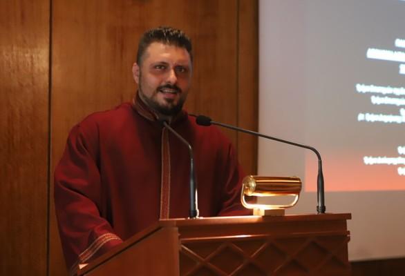 """Πάτρα: Ξαναορκίστηκε ο Γιάγκος Ραυτόπουλος: """"Επιτρέψτε μας να μπορούμε να σπουδάζουμε πολλά πτυχία ταυτόχρονα"""" (φώτο)"""