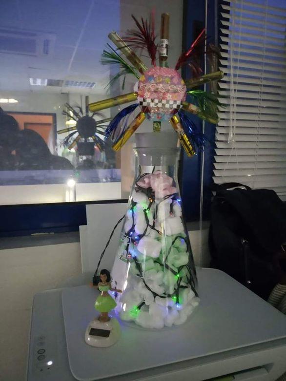 Το πιο... επιστημονικά στολισμένο χριστουγεννιάτικο δέντρο της Πάτρας!