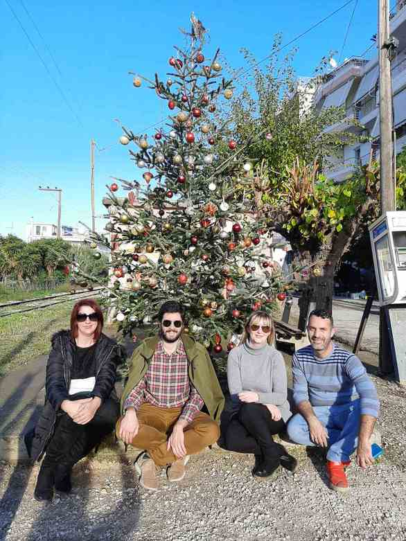 Πάτρα: Στόλισαν Χριστουγεννιάτικο δέντρο στην Αγυιά (φωτο)