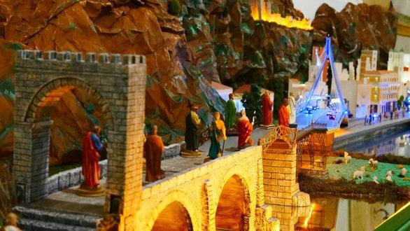 Η φάτνη του Καθολικού Ναού του Αγίου Ανδρέα της Πάτρας είναι έτοιμη - Έργο τέχνης (pics+video)