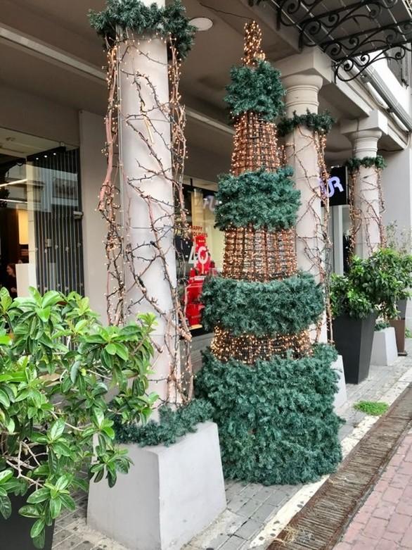 """Είναι Χριστούγεννα και είναι γιορτή - """"Βόλτα"""" στις στολισμένες βιτρίνες της Πάτρας (φωτο)"""