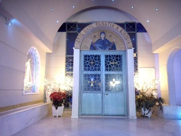 Πάτρα - Όμορφα στολισμένο το εκκλησάκι Παναγία η Βοήθεια (φωτο)