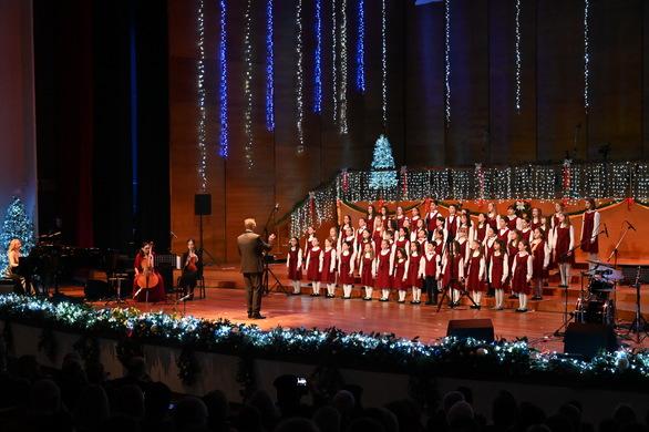 Πάτρα - Με γιορτινές μελωδίες το Χριστουγεννιάτικο Κοντσέρτο της Πολυφωνικής (φωτο)