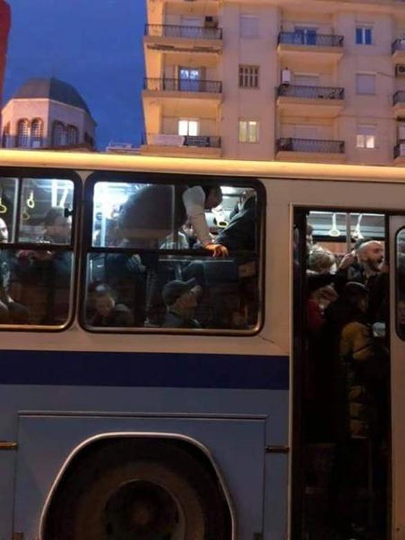 Θεσσαλονίκη: Το αδιαχώρητο σε λεωφορείο του ΟΑΣΘ (φωτο)