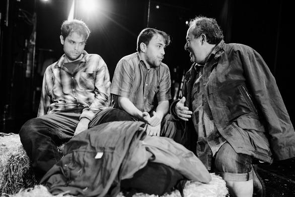 """Πάτρα - Πραγματοποιήθηκε με μεγάλη επιτυχία η πρεμιέρα του έργου """"Άνθρωποι και Ποντίκια""""!"""