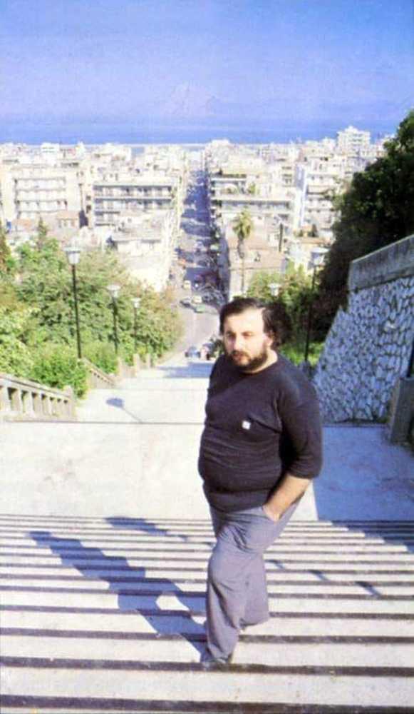 """Θάνος Μικρούτσικος - Ο εμπνευστής του Διεθνούς Φεστιβάλ Πάτρας """"έφυγε"""" για τον... Σταυρό του Νότου!"""