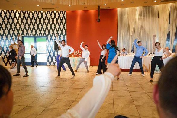 Χορευτική έκπληξη σε γάμο στην Πάτρα! (φωτο+video)