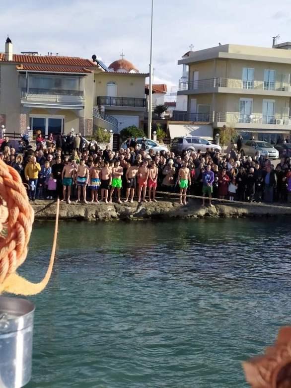 Με λαμπρότητα ο Εορτασμός των Αγίων Θεοφανείων στο Αντίρριο (pics+video)