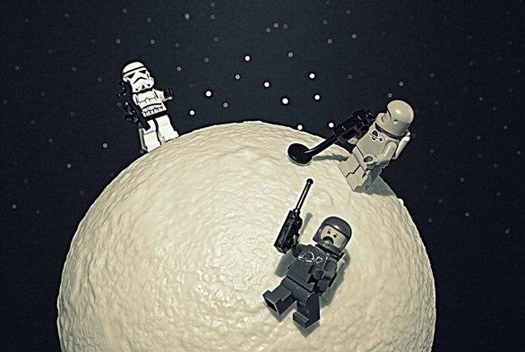 """Man on the Moon"" στην Γκαλερί Cube"