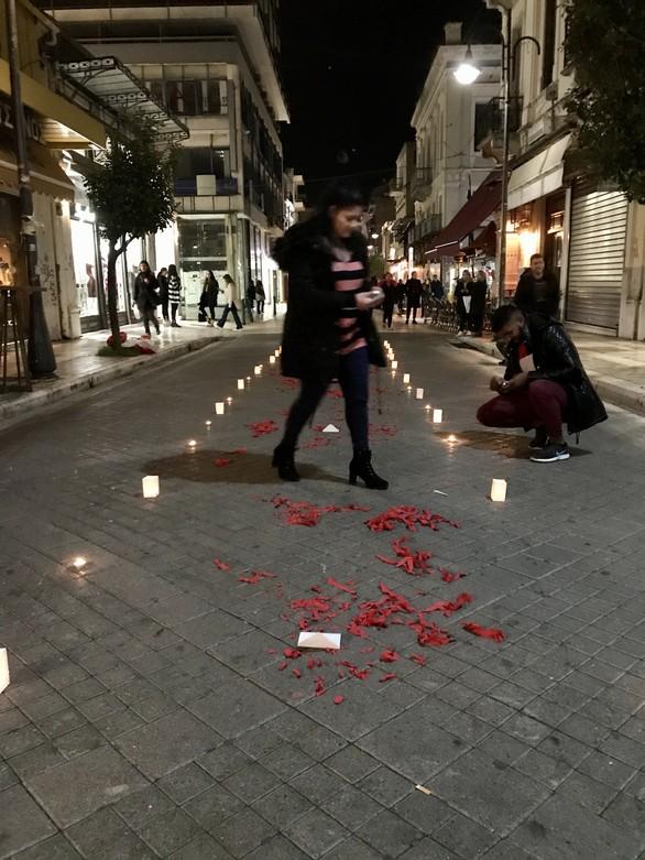 Η πιο ρομαντική πρόταση γάμου ever, έγινε στη Ρήγα Φεραίου της Πάτρας! (pics+video)