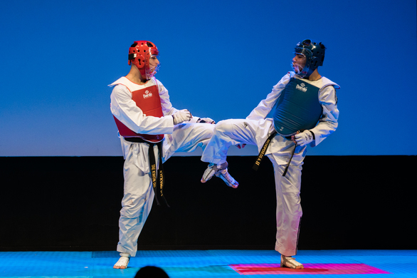 Εντυπωσιακή επίδειξη taekwondo από τους αθλητικούς συλλόγους Αστραπή και Έκρηξη (φωτο)