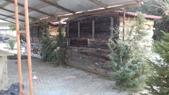 Πάτρα - Βάνδαλοι μπήκαν στο Χριστουγεννιάτικο χωριό της πλατείας Κυδωνιάτη (φωτό)