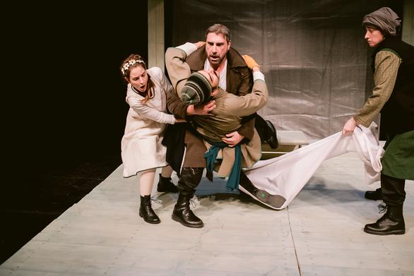 Η εμβληματική παράσταση «Γκόλφω» έρχεται στο θέατρο Απόλλων!
