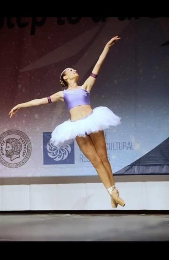 Μαρία Τζόλα - Μια μπαλαρίνα που παίζει κλασική μουσική με το βιολί της! (pics)