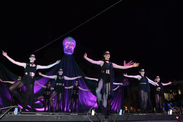 Χορευτές και ακροβάτες στην τελετή έναρξης της Πάτρας (φωτo)