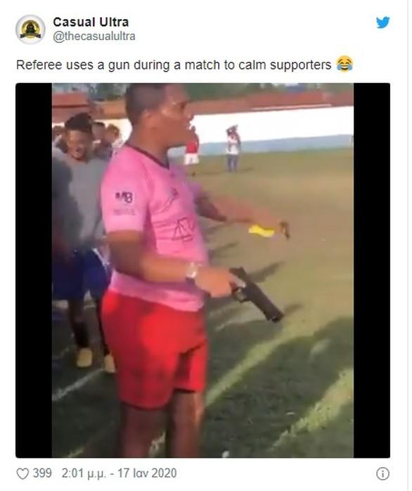 Αναστάτωση σε γήπεδο: Διαιτητής έβγαλε όπλο (φωτο)