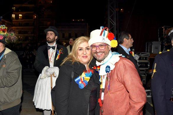 Η Τόνια Κοκοβίκα με τον επικεφαλής του πληρώματος 222 που διοργανώνει τον Κρυμμένο Θησαυρό, Αρίστο Σταθόπουλο