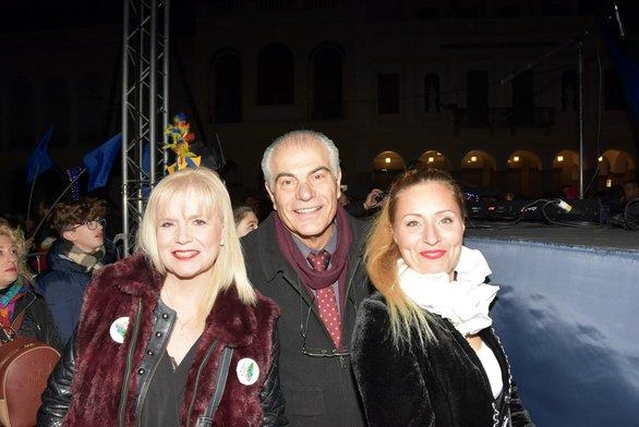 Θεόδωρος Αργυράτος - διευθυντής της ΔΕΥΑΠ μαζί με τη σύζυγο του Φωτεινή Φούκα - Αργυράτου και την φίλη τους Μαρίνα Γρηγοροπούλου
