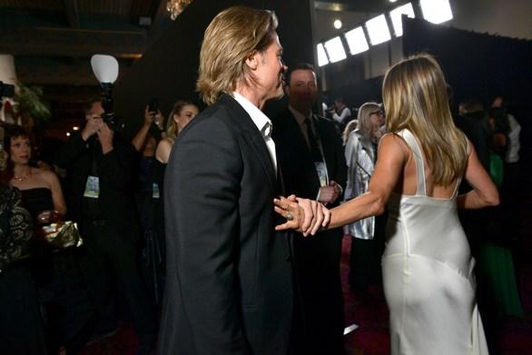 Jennifer Aniston - Brad Pitt: Η συνάντηση που είχαν στα backstage των SAG 2020 (φωτο)