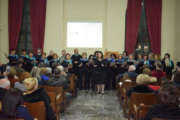 Μελωδίες από τη χορωδία της ΚοινοΤοπίας σε πίτες συλλόγων (φωτο)