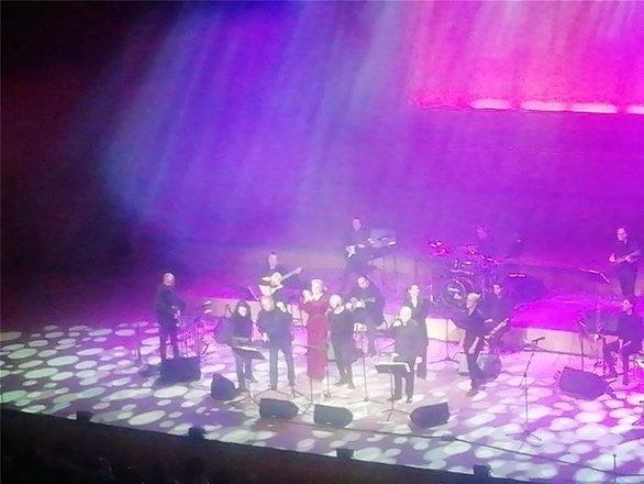 Ήταν όλοι εκεί - Συγκίνηση και δάκρυα στη συναυλία για τον Θάνο Μικρούτσικο (vids)