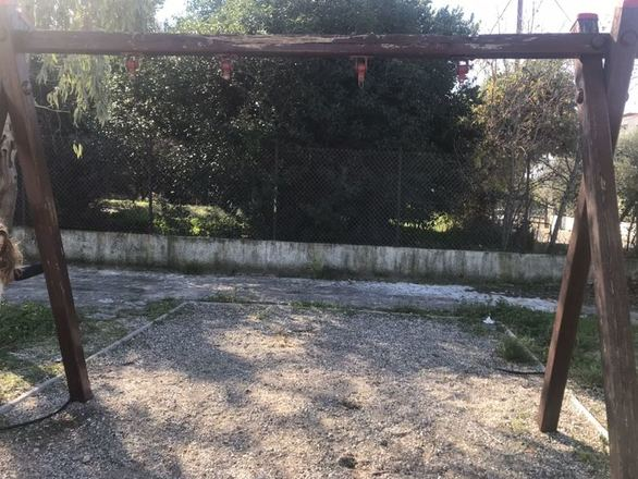 Πάτρα: Σε κακή κατάσταση η παιδική χαρά στον Άνω Καστελόκαμπο (φωτο)