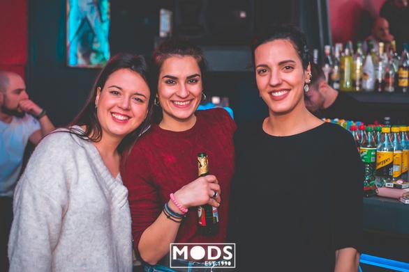"""""""Δαγκωτό"""" trash party στο Mods (φωτο)"""
