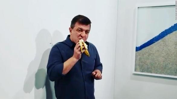 Η μπανάνα του Κατελάν ήρθε σε... μετεμψύχωση στο Καρναβάλι της Πάτρας! (φωτο)