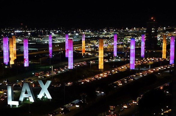ΗΠΑ - Κτίρια «ντύνονται» στα... χρώματα του Κόμπι Μπράιαντ (φωτο)