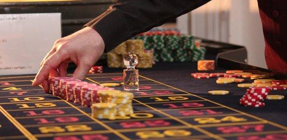 """Τι λένε στο Καζίνο του Ρίου για το σενάριο του λουκέτου και το """"φέσι"""" στον ΕΦΚΑ"""