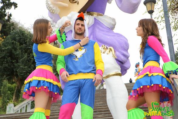 Πατρινό Καρναβάλιιι όπως λέμε... Μύκονοοος!