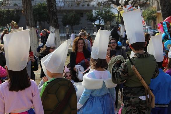 Χάρηκαν με την ψυχή τους μικροί και μεγάλοι στην Καρναβαλούπολη στα Δεμένικα (φωτο)