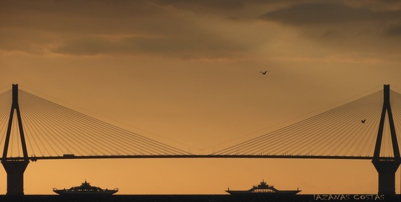 Χαζεύοντας τη Γέφυρα Ρίου - Αντιρρίου σε... φόντο ηλιοβασιλέματος!