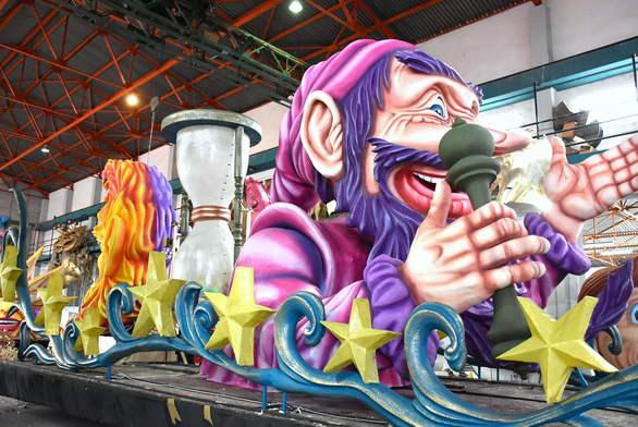 """Το Καρναβάλι της Πάτρας στα φόρτε του - """"Αυτοψία"""" στο εργαστήρι του Καρναβαλικού Συνεργείου (pics+vids)"""
