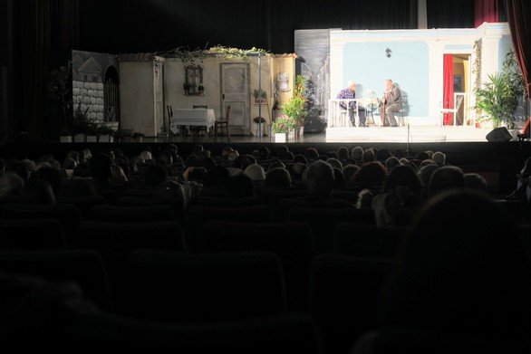 Πάτρα - Επιτυχημένη έναρξη για τη μεγάλη πανελλήνια γιορτή της σάτιρας (φωτο)