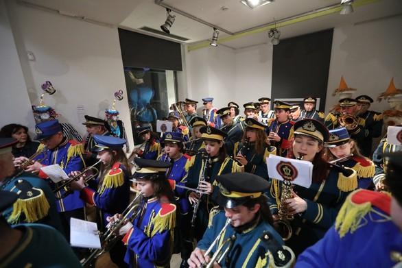 Μπαίνουμε γερά στο καρναβαλικό κλίμα: Εγκαινιάστηκε η έκθεση των στολών στην Αγορά Αργύρη (pics)