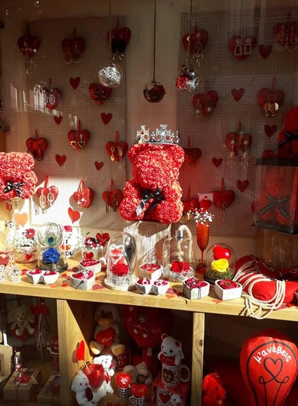 Αγίου Βαλεντίνου... και η αγορά της Πάτρας ντύθηκε στα χρώματα του έρωτα (pics)