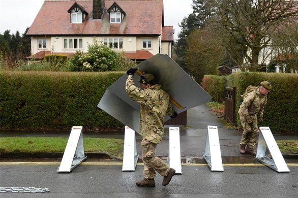 Βρετανία: Δύο νεκροί από την καταιγίδα