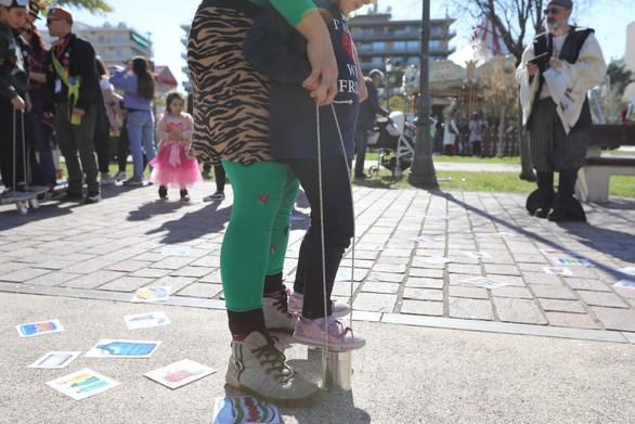 """""""Έπεσε"""" ιδανικά η αυλαία των καρναβαλουπόλεων - Πλήθος κόσμου στα Ψηλαλώνια (φωτο)"""
