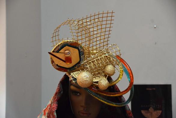 Βάλτε μόνο το καπέλο για να μπείτε στο κλίμα του καρναβαλιού της Πάτρας (pics)